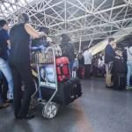 Azul começa a oferecer desconto para quem não despachar bagagem