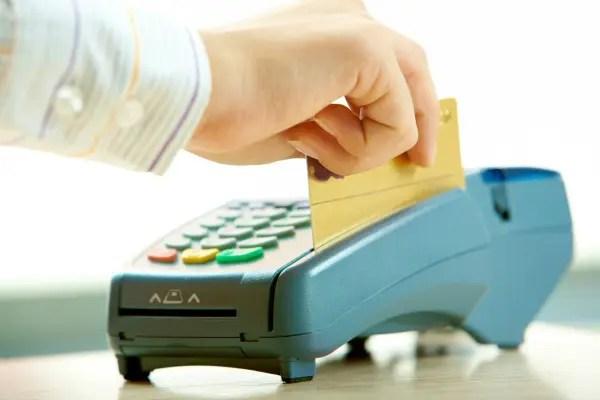 Veja seis vantagens do cartão pré-pago para viagens internacionais nas férias