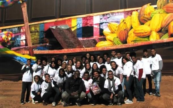 AccorHotels e Cacau Show apoiam maior mural do mundo feito por Eduardo Kobra