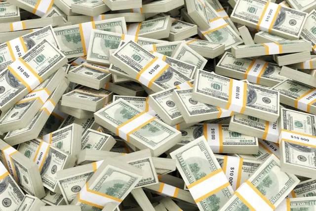 Dólar tem leves oscilações ante real com expectativa por votação de TLP na Câmara