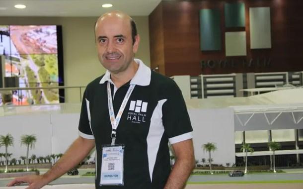 Antonio Dias, sobre o Royal Palm Hall: