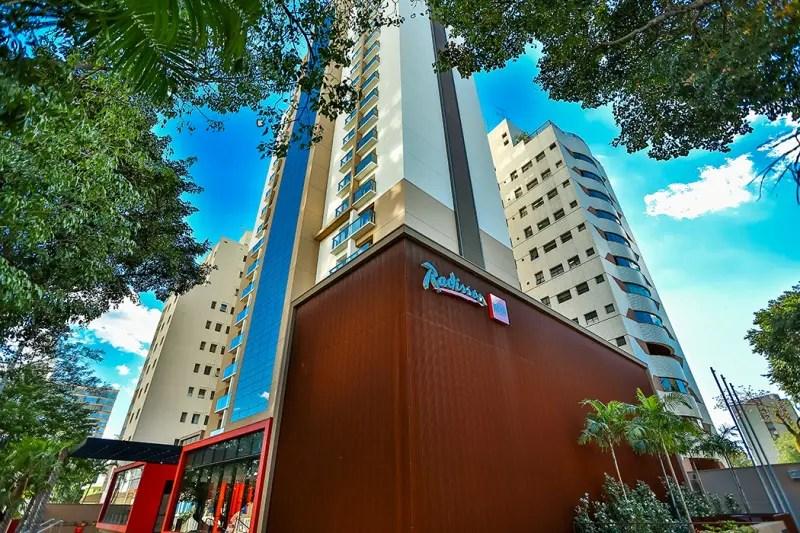 O hotel fica no bairro de Cambuí, região nobre da cidade, onde encontram-se as melhores opções de bares, restaurantes, casas de shows e clubes