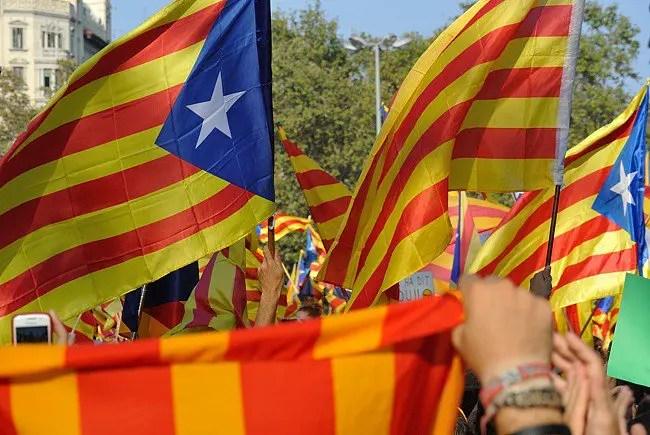 Catalunha se aproxima de declaração de independência apesar de alertas de Madri