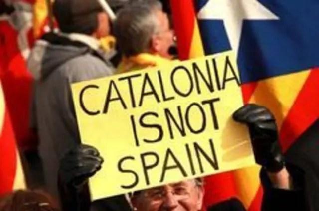 Protesto pró-independência fecha estações de metrô e bloqueia avenidas na Catalunha