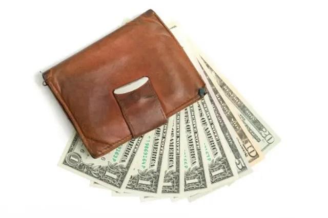 Acompanhar oscilações do dólar é estratégia para compra, aponta MelhorCâmbio.com