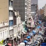 Rua 25 de Março: um paraíso do comércio popular e de quem quer comprar barato