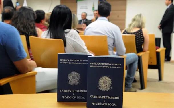 Brasil perde quase 21 mil empregos formais em 2017, mostra Caged