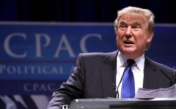 Juiz bloqueia tentativa de Trump de acabar com programa de apoio a jovens imigrantes