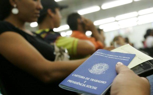 Desemprego no Brasil sobe a 12,2% no tri até janeiro, segundo IBGE