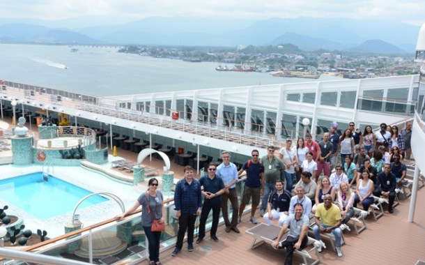 Formandos do projeto Brasil Braços Abertos visitam o MSC Magnifica