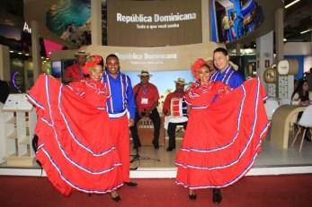 Apresentação musical, no estande da República Dominicana na WTM Latim America 2018. (Crédito: Ana Azevedo)