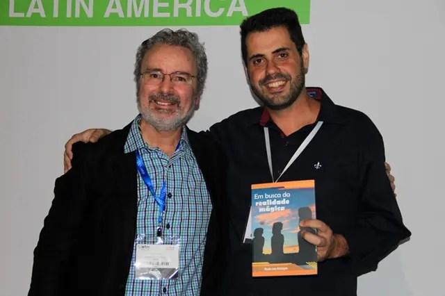 O amigo design Denis Rugeri com Paulo Atzingen