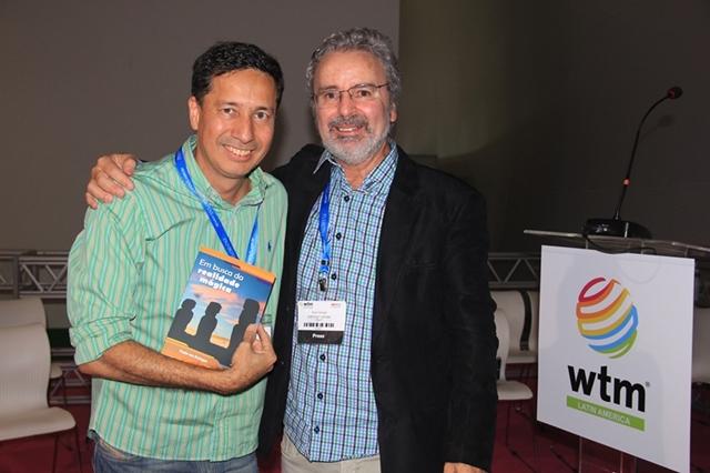 O amigo Márcio Alvarenga, prestigiou o lançamento do quarto livro de Paulo Atzingen