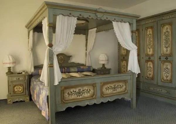 Hotel Paradies, em Jarinu (SP), tematiza suítes para casais em Lua de Mel