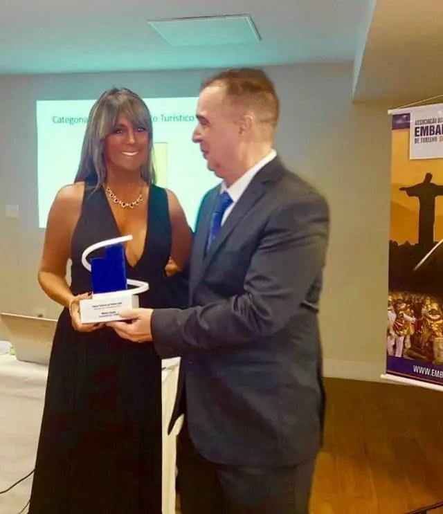 Diretora do Le Canton recebe Prêmio Yedda Maria Teixeira