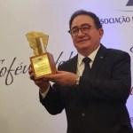 Manoel Linhares, presidente da ABIH Nacional, recebe o Troféu Habib Ary – Personalidade Turística do Ceará de 2018