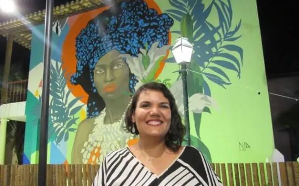 Artista Nila Carneiro assina painel do novo restaurante Baea, na Costa do Sauípe (BA)