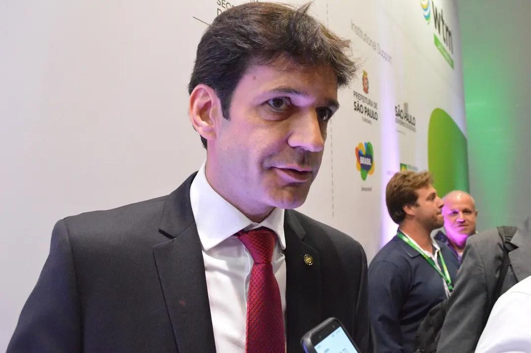 Ministro agrada empresários do Turismo e fala do