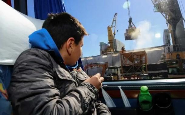 Porto de Paranaguá retoma atividades de visitação de turistas e estudantes
