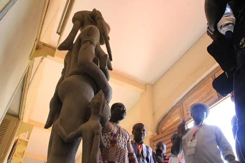 Grupos étnicos permitem a poligamia na Costa do Marfim, prevalecendo o poder cultural