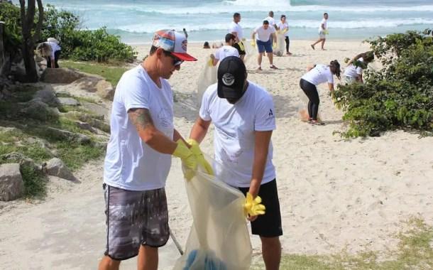 Hotéis da Accor no Rio de Janeiro promovem mutirão de limpeza na praia da Barra da Tijuca