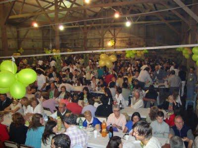 Más de mil personas asistieron a la cena.