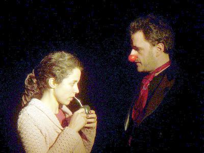 Una escena:La actriz nuevejuliense Clara Cardinal junto a José Luis García Taboada.