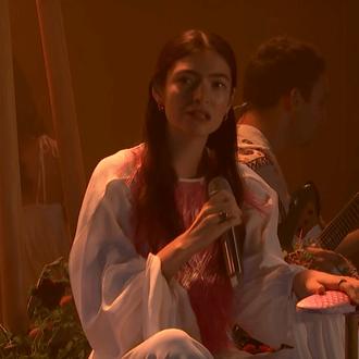 Escuche el EP Solar Power en maori de Lorde