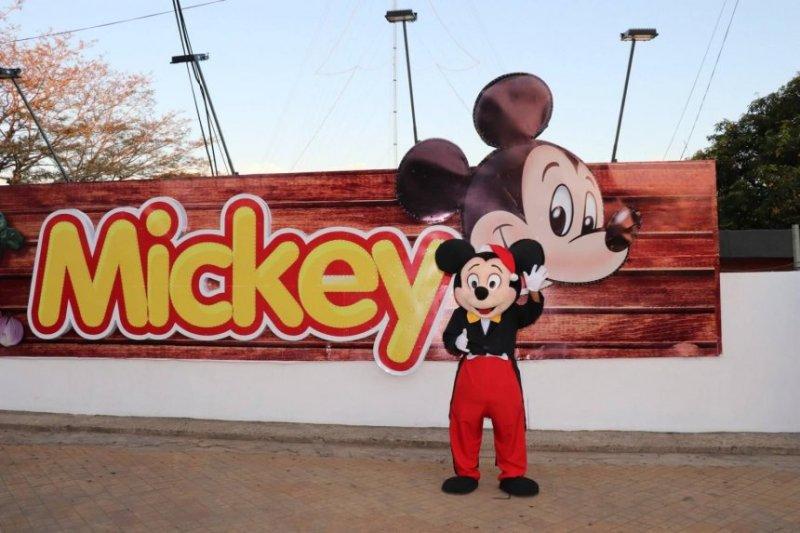 el-muneco-de-mickey-en-2018-_860_573_1699693