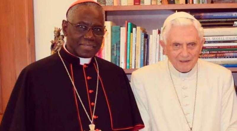 Cardenal-Sarah-Benedicto-XVI-PD-130120