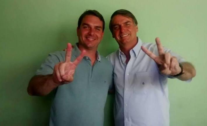 Filho de Jair Bolsonaro atira em assaltante no Rio Reprodução / Facebook/Facebook