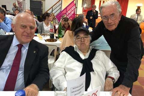 El gobernador de Santa Fe, Miguel Lifschitz, junto a Carlos Pairetti y el también ex piloto Jorge Ternengo.
