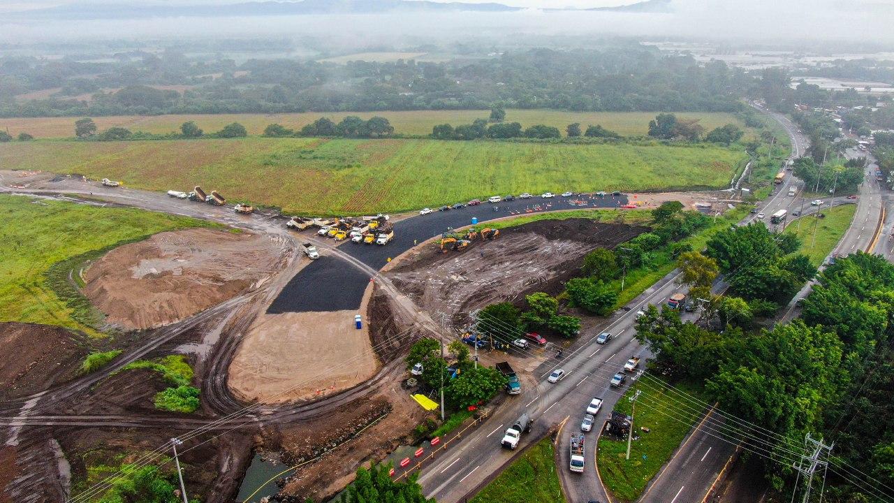 Autoridades del Gobierno verifican avances de construcción en Periférico Claudia Lars