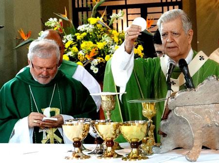 El Cardenal Jorge Urosa Savino en compañía del nuevo Nuncio de Su Santidad, monseñor  Aldo Giordano