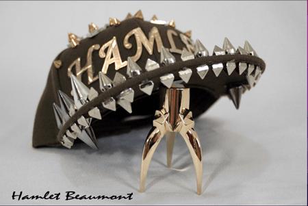 Hamlet Beaumont adquirió Fama como diseñador tras crear su línea de Accesorios para vestir y Gorras Hamlet