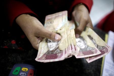 Cuentas siguen sin cuadrarles a los venezolanos.ARCHIVO