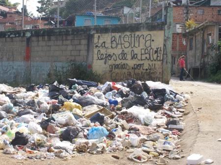 La basura está apoderada de la zona