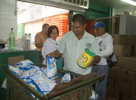 Cuerpos de seguridad y gerentes del mercado lograron canalizar la situación, terminando de vender en calma los 200 bultos de leche completa, 150 de leche prebio 3 y 1300 bultos de harina de maíz