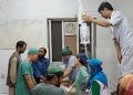 """A pesar de los esfuerzos de médicos y enfermeros sobrevivientes, los recursos para atender a los heridos """"fueron insuficientes""""  AFP"""