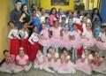 Las bailarinas día a día se nutren de los conocimientos impartidos por la profesora Fátima