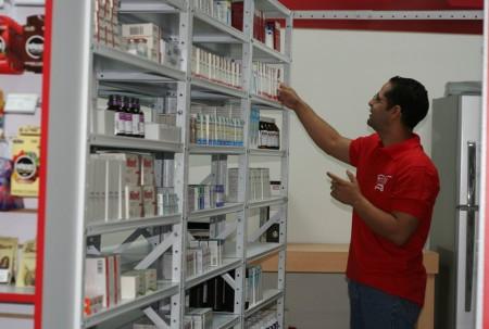 Los programas de ayuda se ven perjudicados por la escasez de medicinas. ARCHIVO