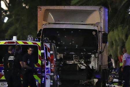 El conductor avanzó durante dos kilómetros sembrando caos y muerte. Al menos 84 personas fallecieron en el ataque, entre ellas una decena de niños y adolescentes