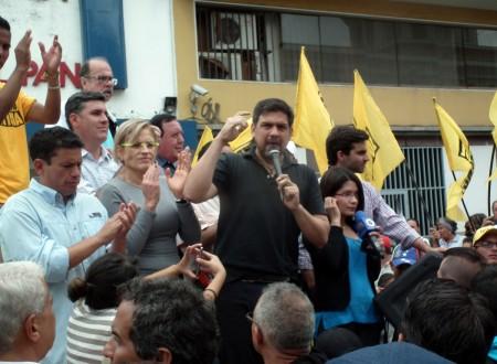 Alcalde Carlos Ocariz encabezó la manifestación frente al CNE.