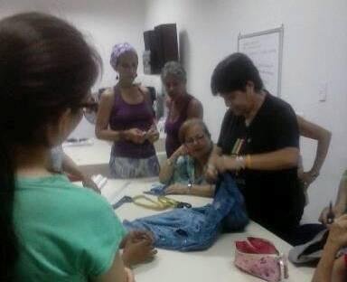 Casa del Pueblo de Chacao imparte curso de remodelación de vestimentas