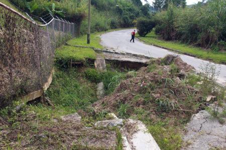 Vialidad en Guaicaipuro está destruida