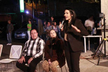 Solórzano acompañó a Rodríguez en la asamblea de ciudadanos en Llano Alto.