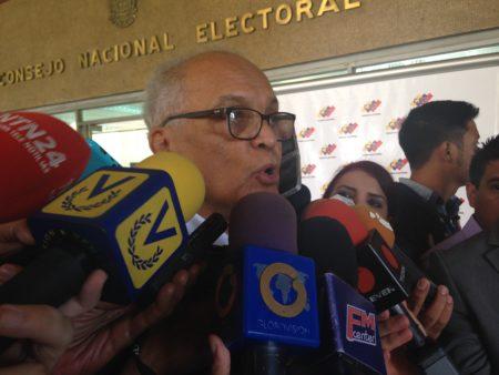 Vicente Bello frente al CNE dio declaraciones