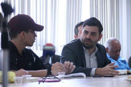 González exigió aclara el suceso.