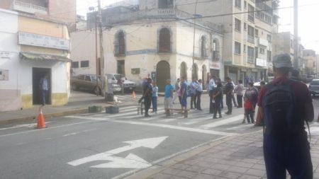 Calle Guaicaipuro estuvo cerrada la tarde de este lunes.