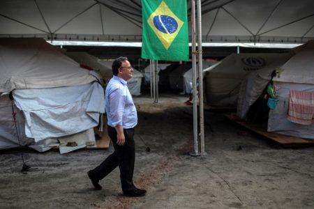 El diputado portugués y miembro del grupo S&D, Francisco Assis, visita el refugio de inmigrantes venezolanos Jardim Floresta en Boa Vista, Roraima (Brasil).